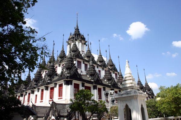 """Resetips: Metallslottet - unik tempelbyggnad i Bangkok   Thailand Forum - I distriktet Phra Nakhon i Bangkok ligger templet Wat Ratchanadda, som i sin tur huserar en av de mest unika tempelbyggnaderna i Bangkok: Loha Prasat, """"Metallslottet""""."""