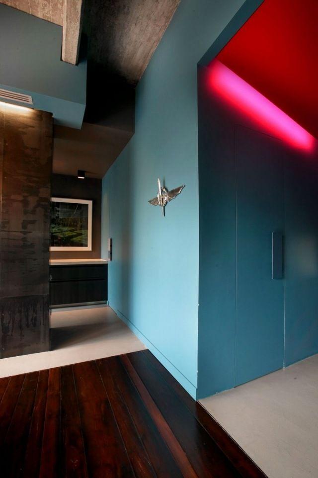 Kräftige Farbkombinationen Für Den Eingangsbereich Teilflächen Aus Dunkel  Lackiertem Holz