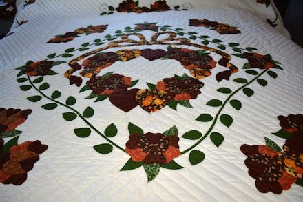 Amish applique quilt country roses are all freehand cut! amish