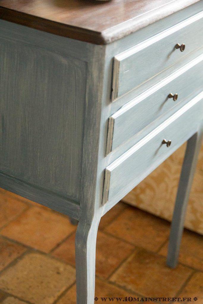 Un bout de canapé à tiroirs vintage tout de bleu vêtu Diys