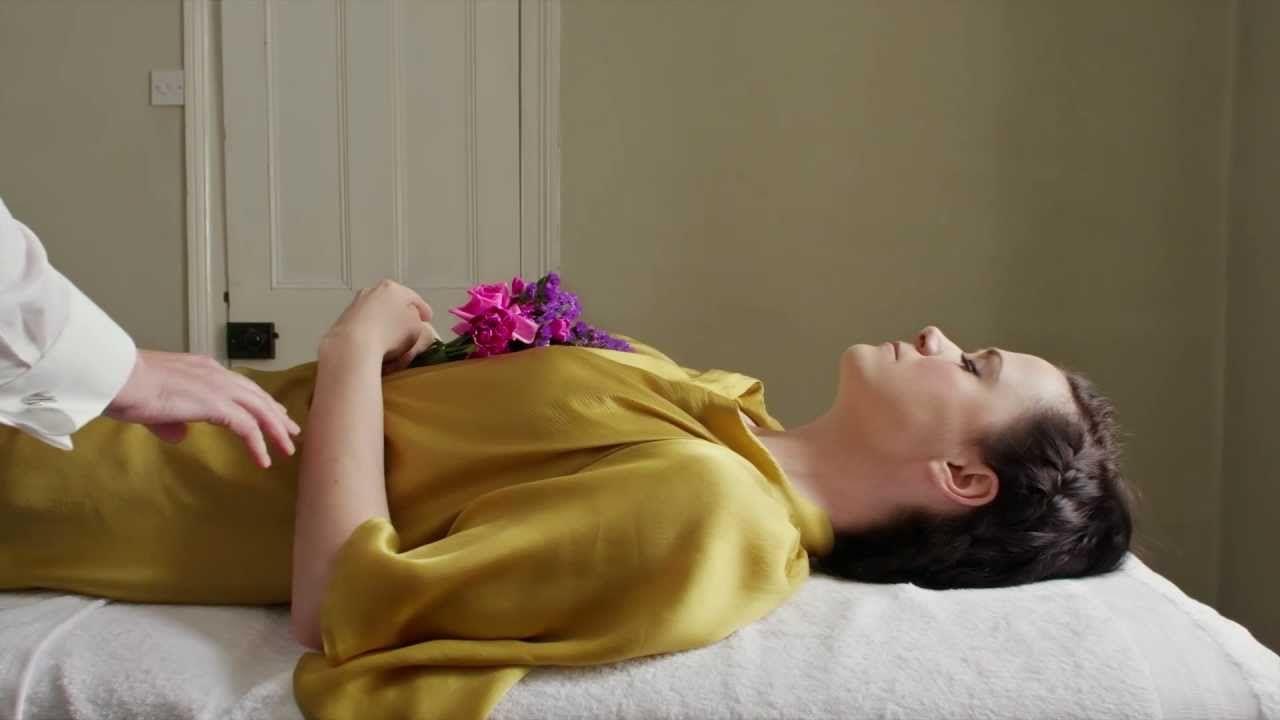 "Joe Goddard Feat. Mara Carlyle ""She Burns"" (official music video) - YouTube"