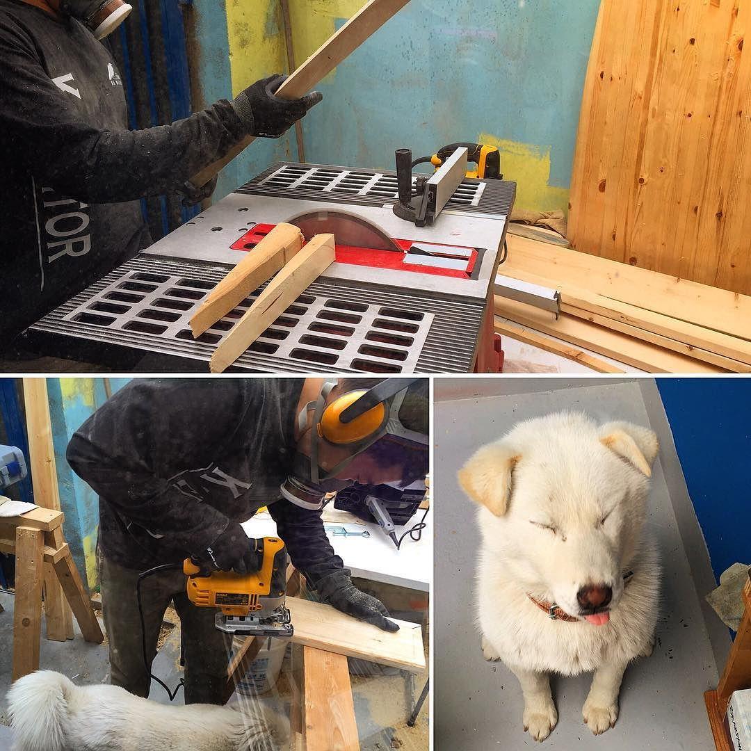 Just started to make an upcycling surfboard stand!  . 업사이클링 서프보드 거치대 만드는 중 입니다!  . #surf #woodensurfboard #carpenter #서핑 #moanalu #모아나루 #woodensurfboard #upcycling #upcycle #woodworking #woodwork #wood #bodyboard #moanalu #handplane #surf #surfing #surfboard #서핑보드 #서프보드 #바디서핑 #サーフィン #冲浪 #surfbrett  #업사이클링 #서프보드공방 #서핑보드공방 #업사이클링공방 #DIY #나무서프보드 de space_moanalu