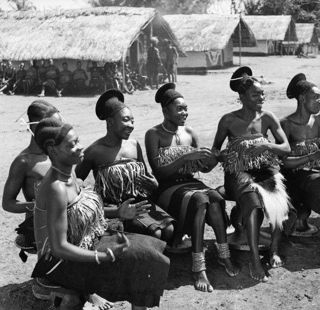 Mangbetu Women.Some women of the Mangbetu tribe who have ...