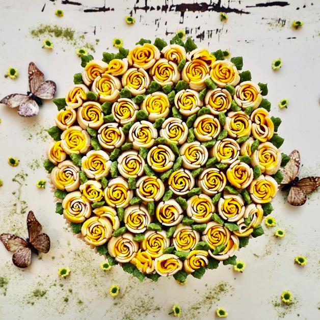 Bolo vegano buquê flores amarelas