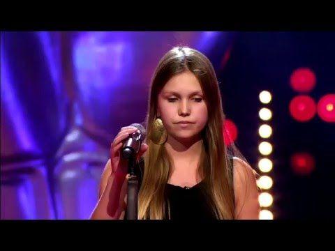 Yana De Saedeleer zingt 'Wayfaring Stranger'   Blind Audition   The Voice van Vlaanderen   VTM - YouTube