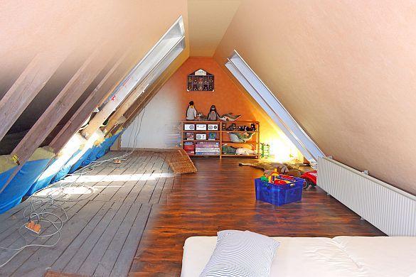 raumwunder unterm dach mit einem ausbau des obergeschosses kann man die wohnfl che deutlich. Black Bedroom Furniture Sets. Home Design Ideas