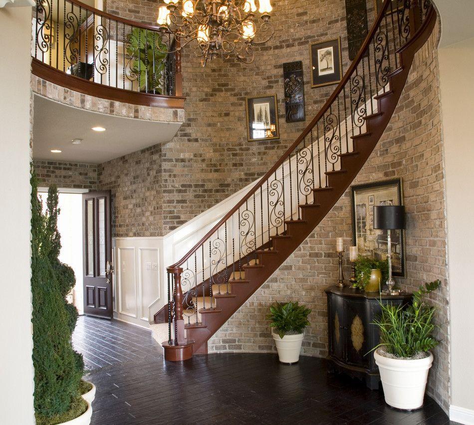 Стена возле лестницы идеи фото собой представляет