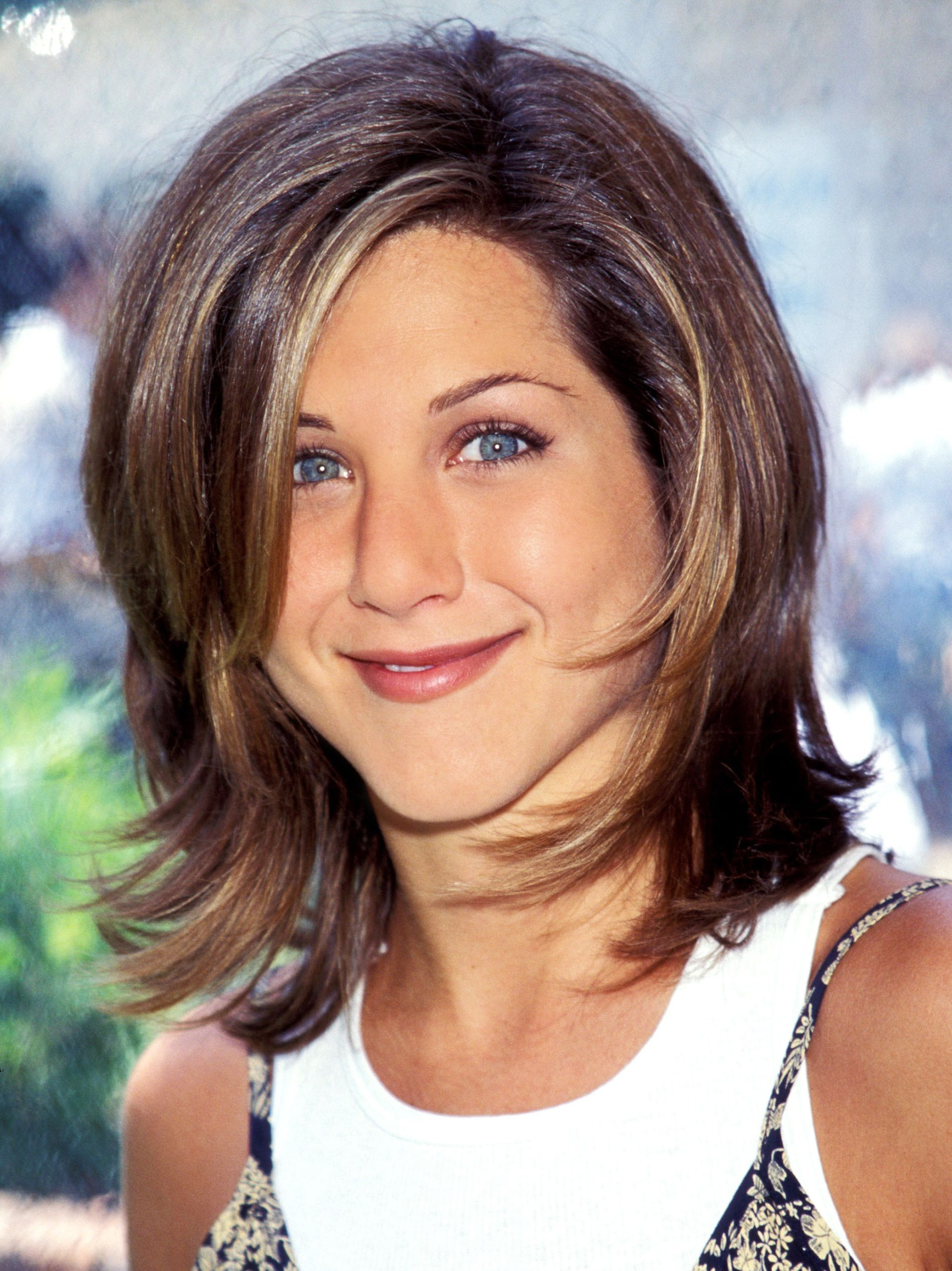 Jennifer Aniston Though She Now Wears Her Hair Long And Straight Is Best Known For The Rachel A Medium Length Layered Look Named After