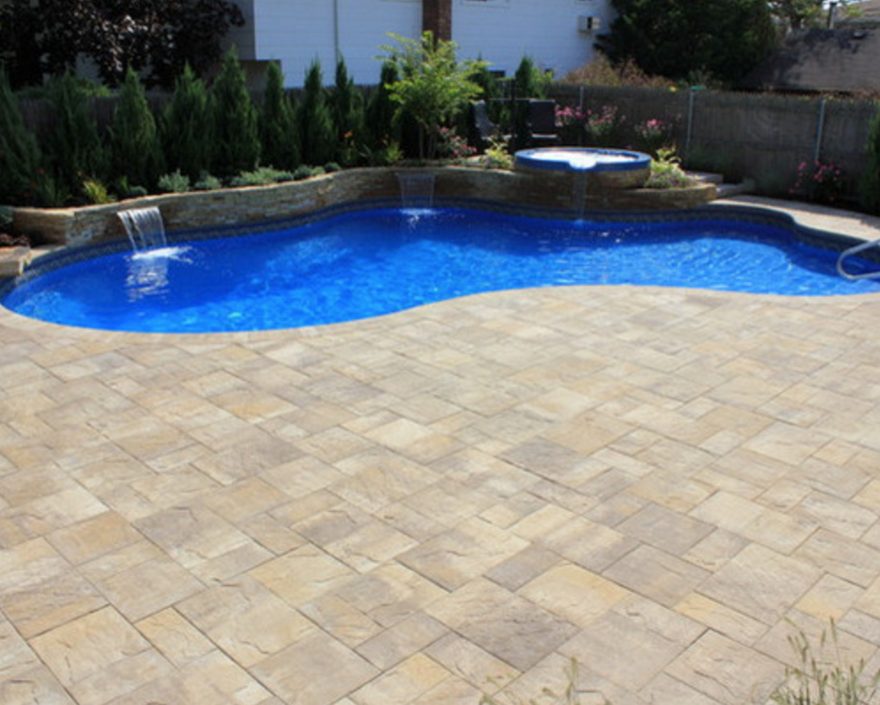 Cambridge pavingstones wall systems color options - This Beautiful Long Island Backyard Was Created By Green Island Design Using Products By Cambridge Pavingstones