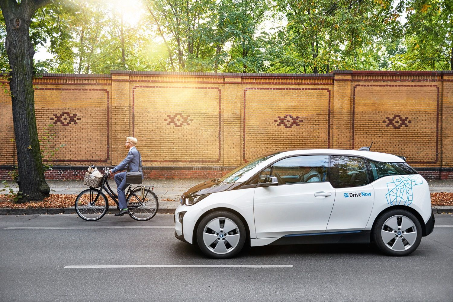 Car Sharing By Bmw And Mercedes Plan To Headquarter Joint Company In Berlin Bmw Mercedes Berlin Hamburg