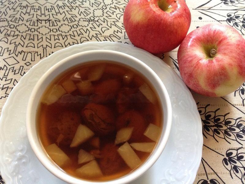 今天在臉書上看到從前在安卡拉的一位土媳,在台灣順產,喜獲麟兒,真是為他們感到高興,好像有奶水不夠的困擾,今天就做了這道杏子蘋果湯,是土耳其有名的發奶湯,K...