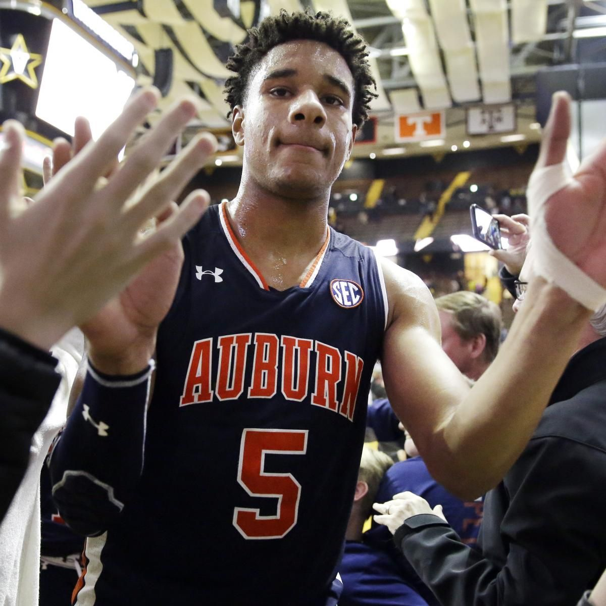 Auburn S Chuma Okeke Ruled Out Vs Unc After Suffering Scary