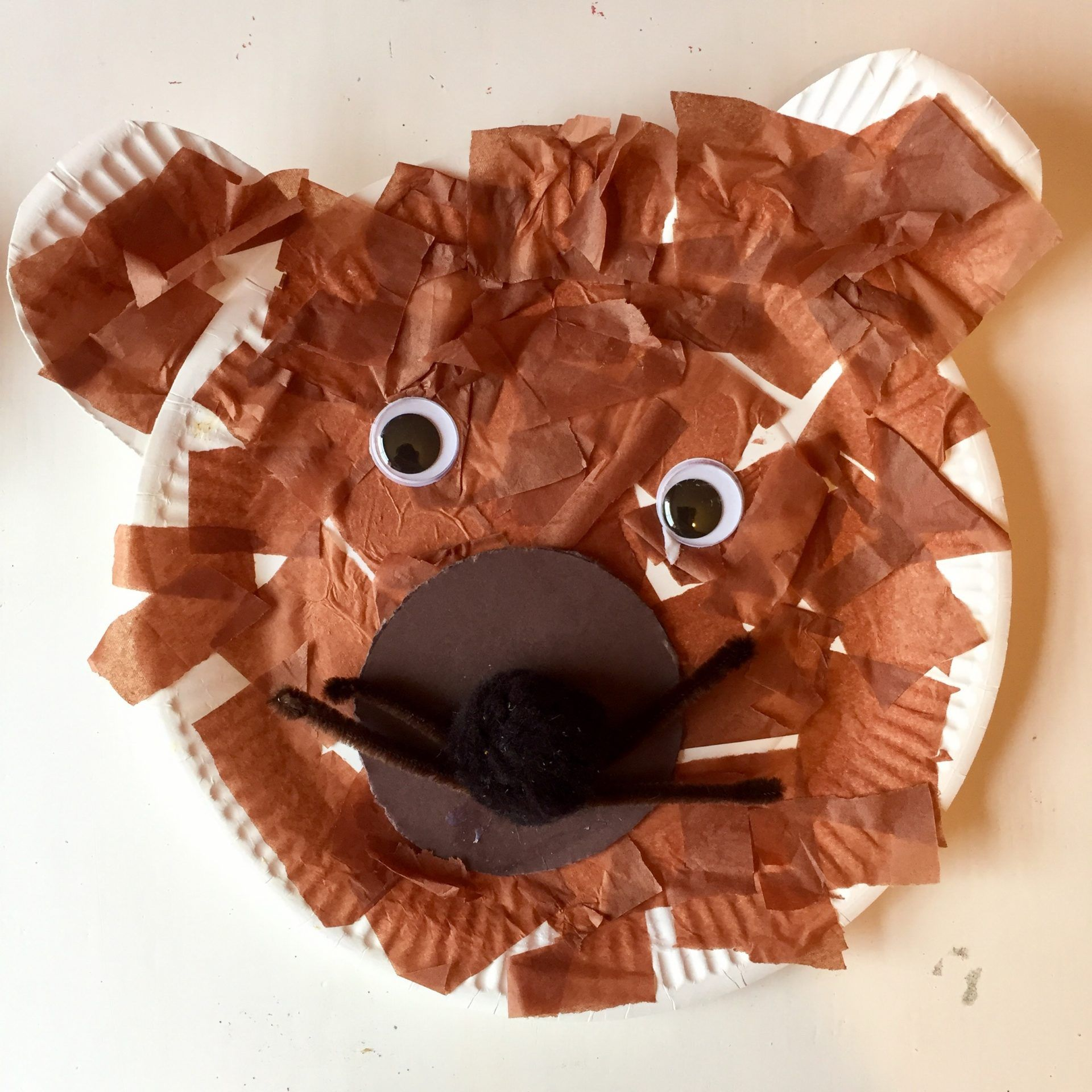Paper Plate Bear | Clare\u0027s Little Tots & Paper Plate Bear | Tuff tray Bear crafts and Bears