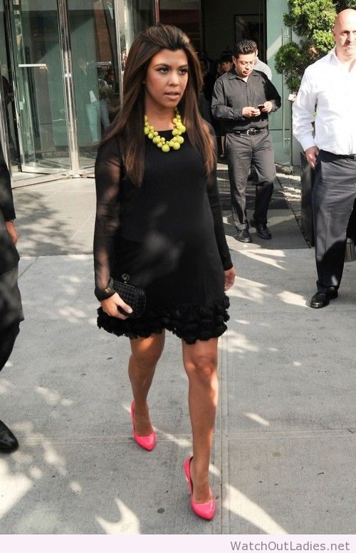 Black dress, yellow necklace and pink high heels