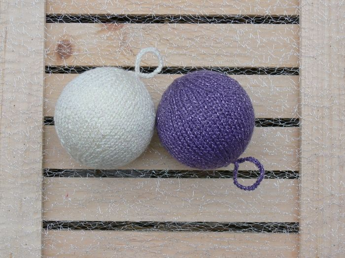 Knitted-new-year-decoration-1