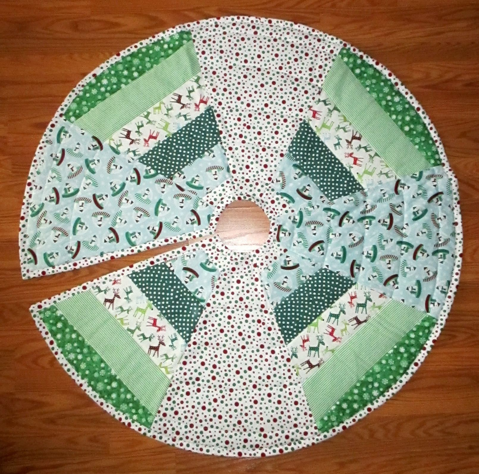 "Aqua Christmas Tree Skirt: Quilted Christmas Tree Skirt 44"" Circle Snowman Snow Globe"