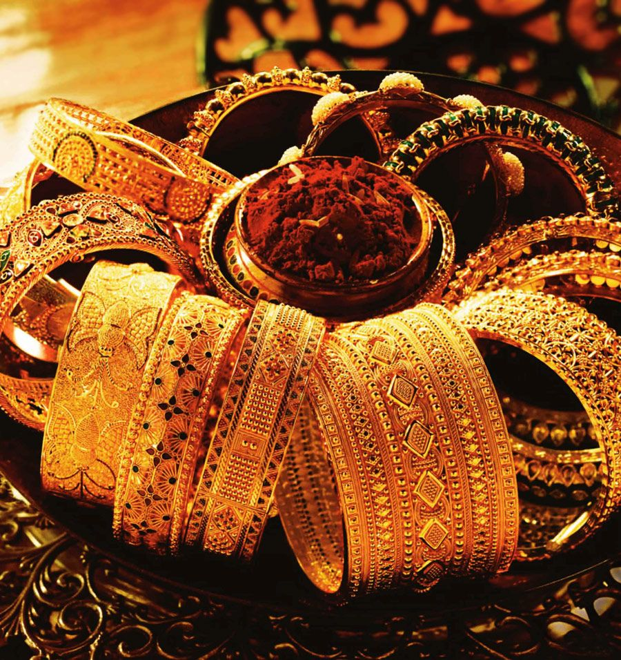 Tanishq the indian wedding jeweller gold bangles minimal and bangle