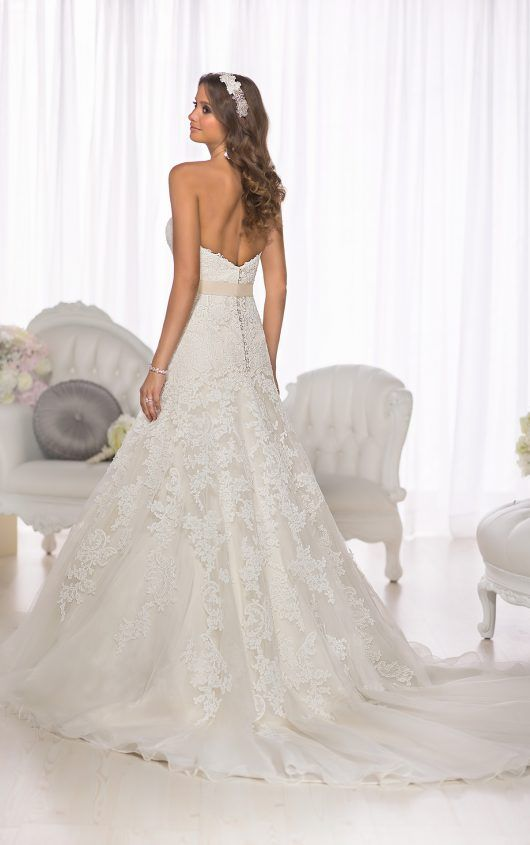 Vintage-Hochzeitskleid aus Spitze | Vintage weddings, Wedding dress ...