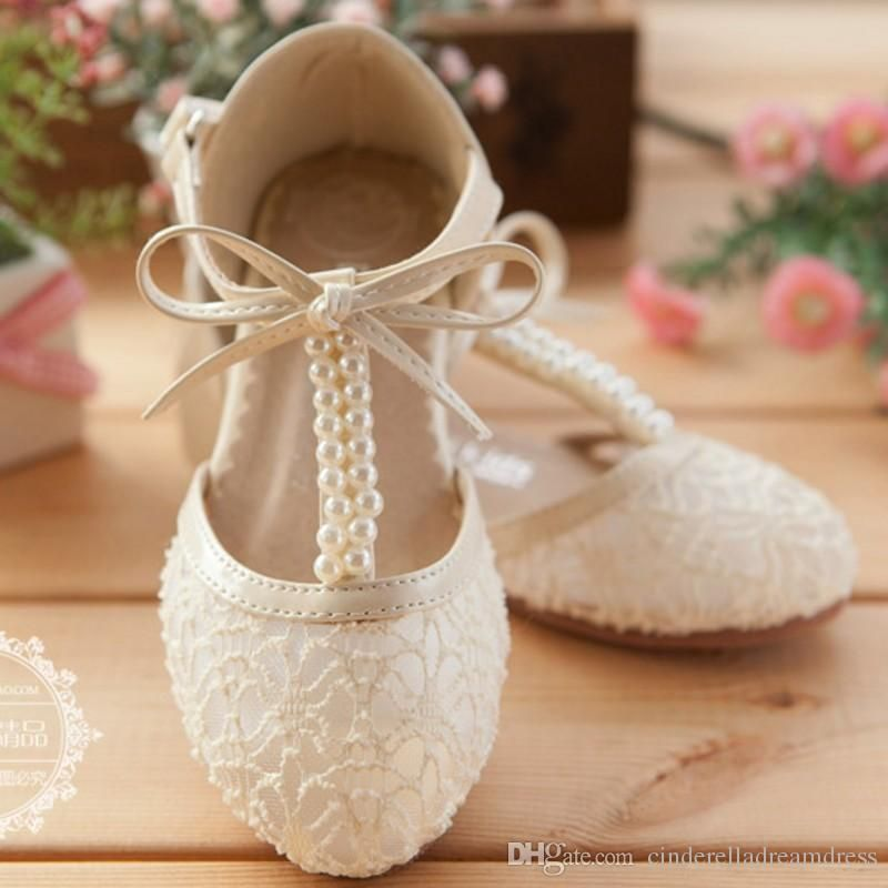A Pair Of Cute Wedding Girls Shoes Lace Pearl Bow Hollow Up Flower Girl