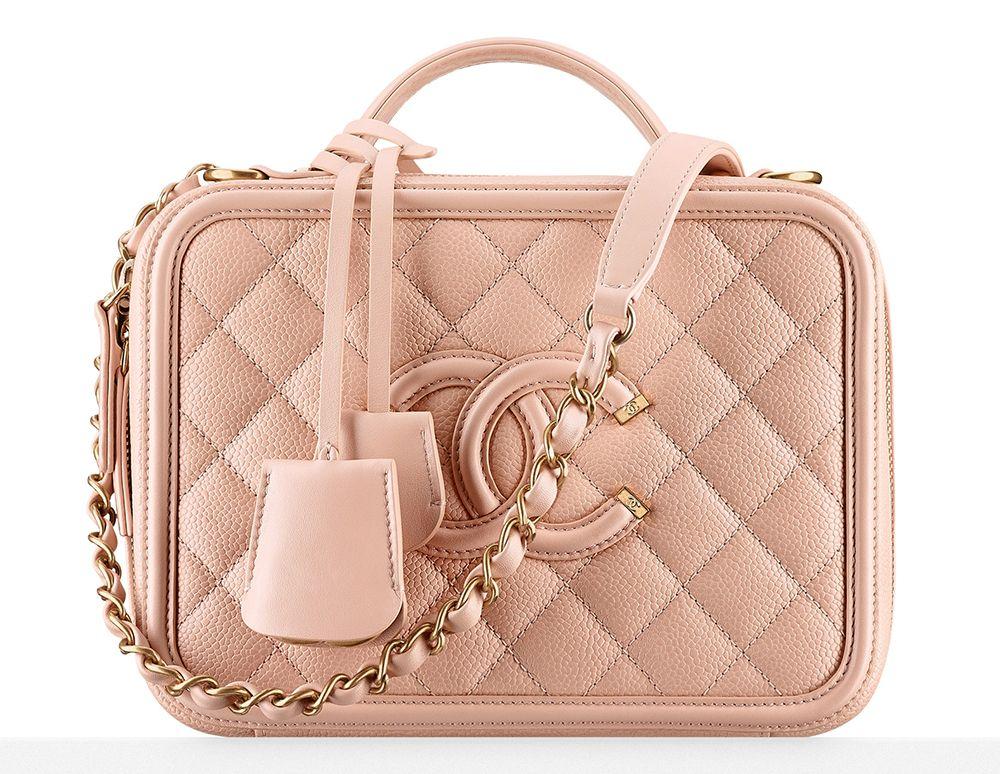 e364712a1 Preparem o coração, pois é hora de pirar nas novas bolsas da Chanel –  coleção Primavera 2016, que acaba de chegar às lojas da marca.