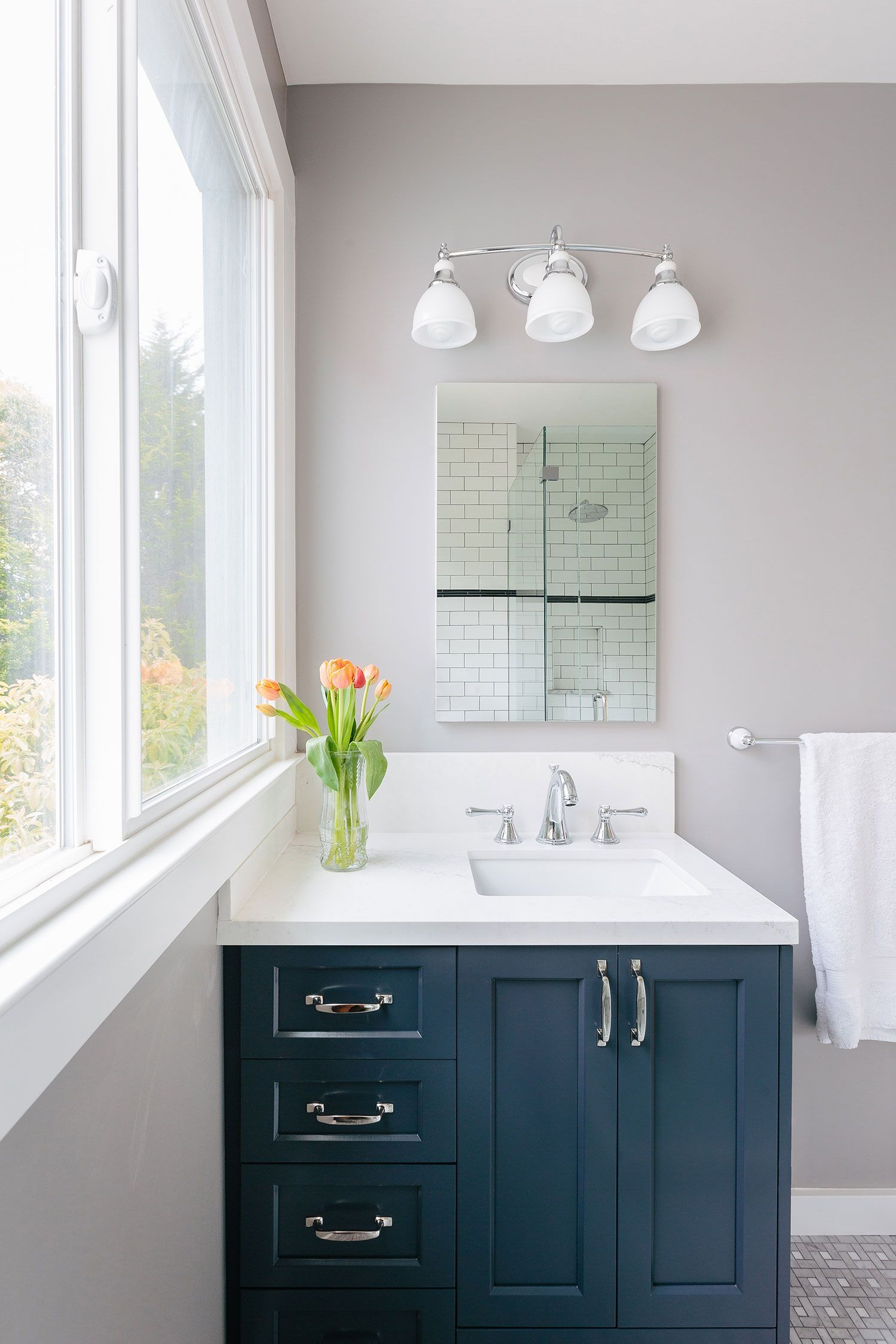 Excite Your Visitors with These 14 Adorable Half-Bathroom ...