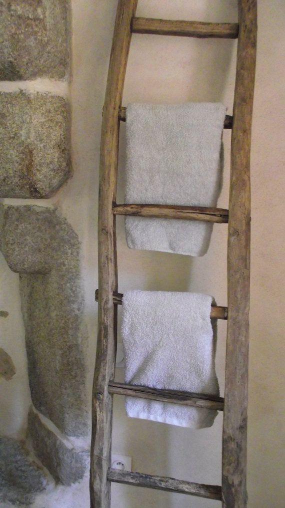 echelle bois de r cup ration salle de bain par latelierdestael cabin rustic salle de bain. Black Bedroom Furniture Sets. Home Design Ideas