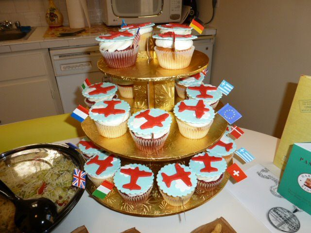 Travel-themed cupcakes from the Austin Passport Party!