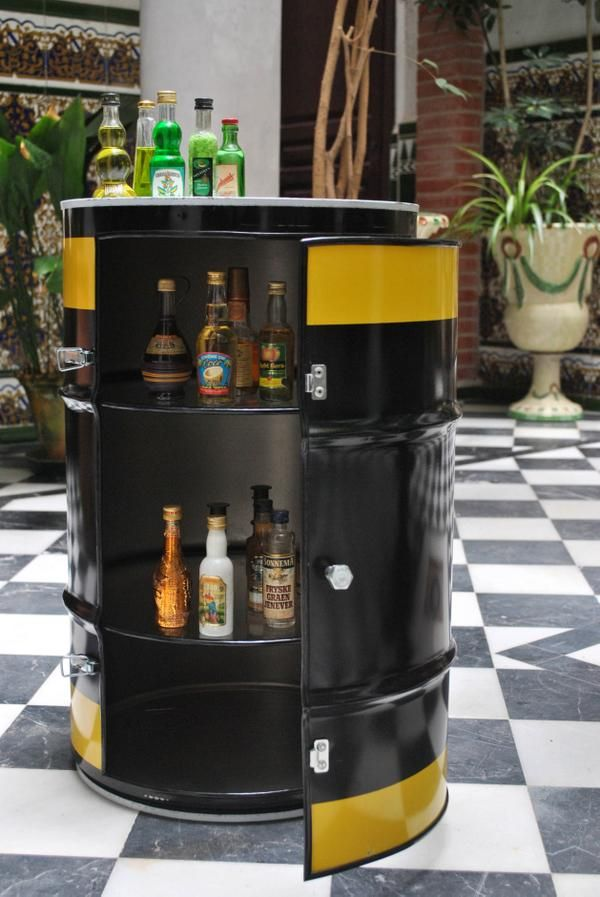 Bid n de 50 litros de aceite para motos convertido en for Barril mueble bar