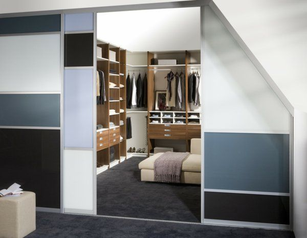 begehbarer kleiderschrank dachschr ge tolle tipps zum. Black Bedroom Furniture Sets. Home Design Ideas