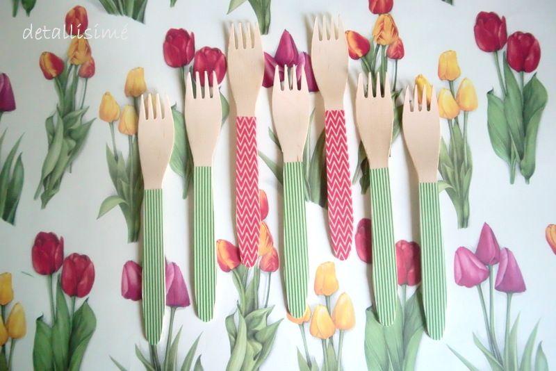 Tenedores de madera en rojo ziz zag y verdes de rayas. Medidas: 16,5 centímetros. Perfectos para celebraciones, fiestas, fotos de recetas...