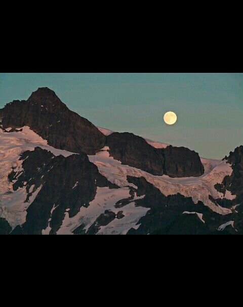 Montains moon photograph