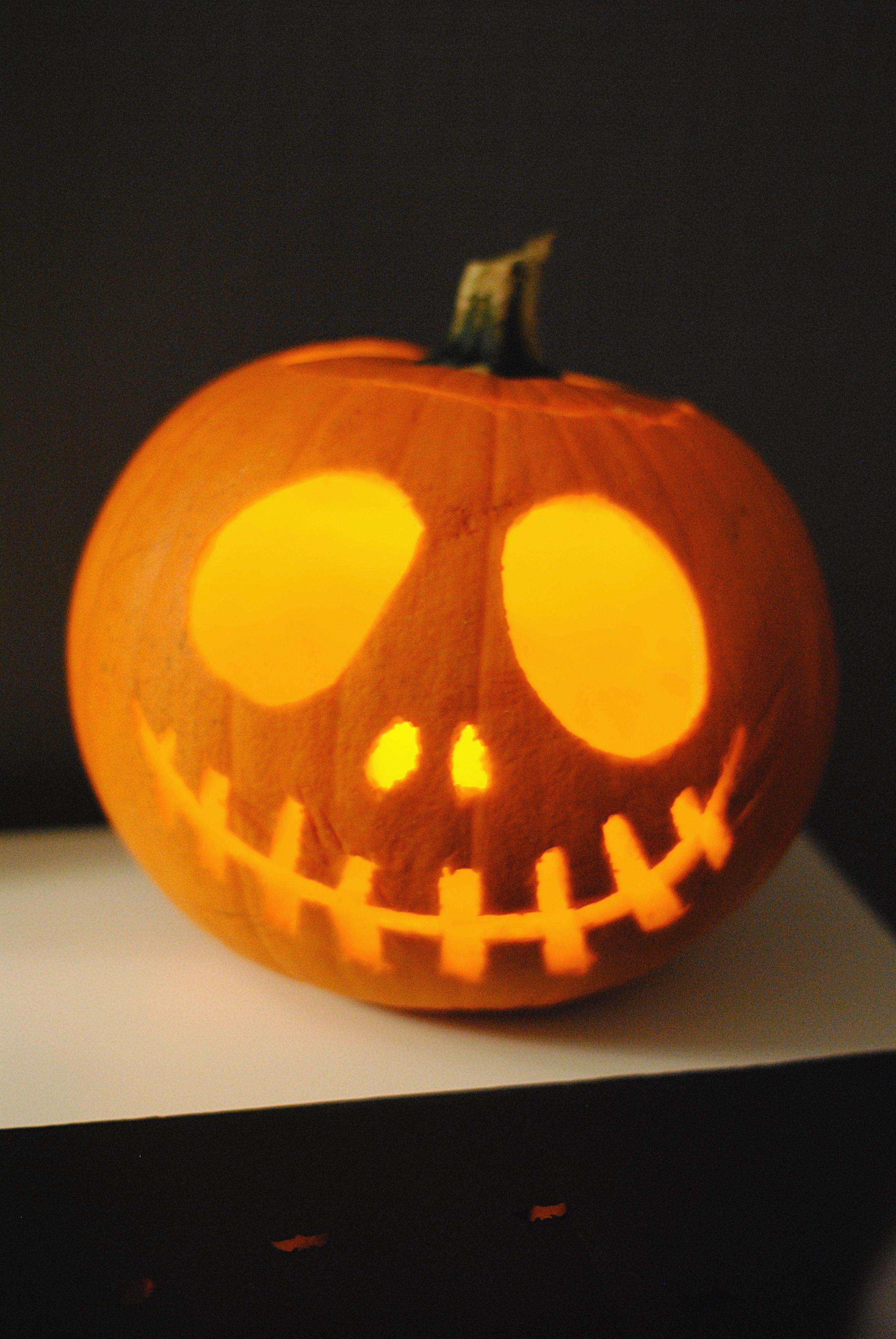 Citrouille en forme de Jack skellington pour Halloween