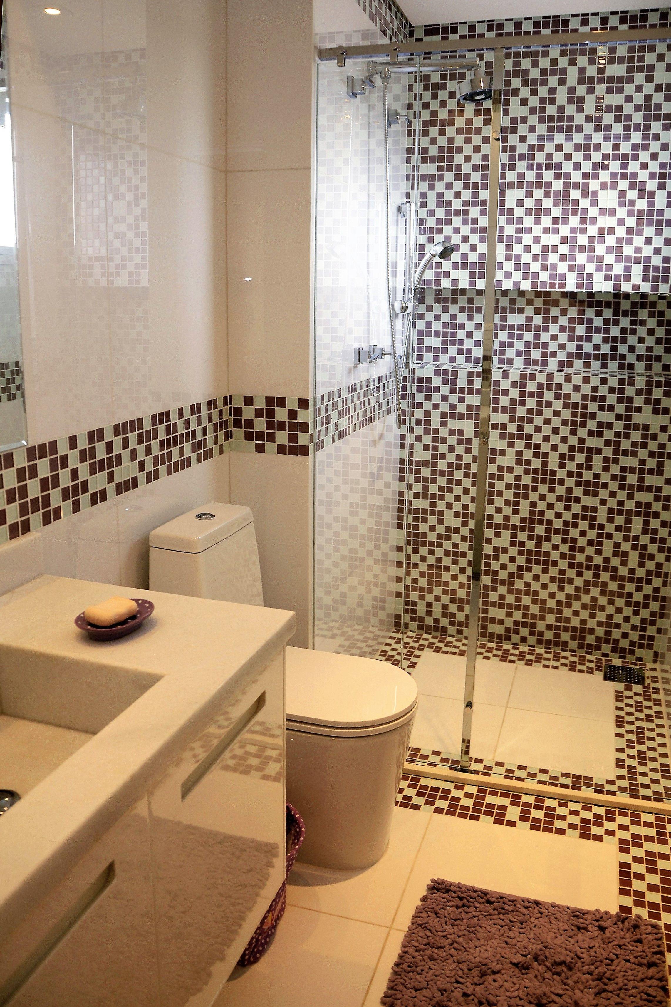 Banheiro infantil decorado em tons de rosa antigo Pastilhas de vidro são o d -> Nicho Banheiro Infantil