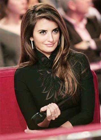 Penelope Cruz Hairstyles You Could Steal Haar Styling Beruhmte Frisuren Beliebteste Frisuren