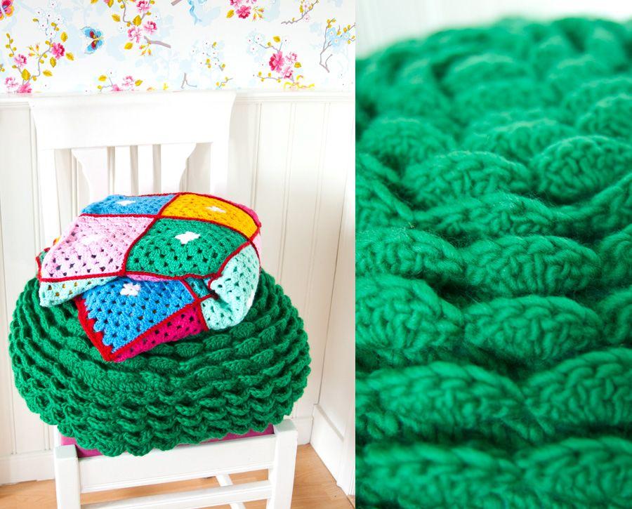 Bloemenkussen Uit Haken En Kleur Crochet Pouf Diy Chrochet