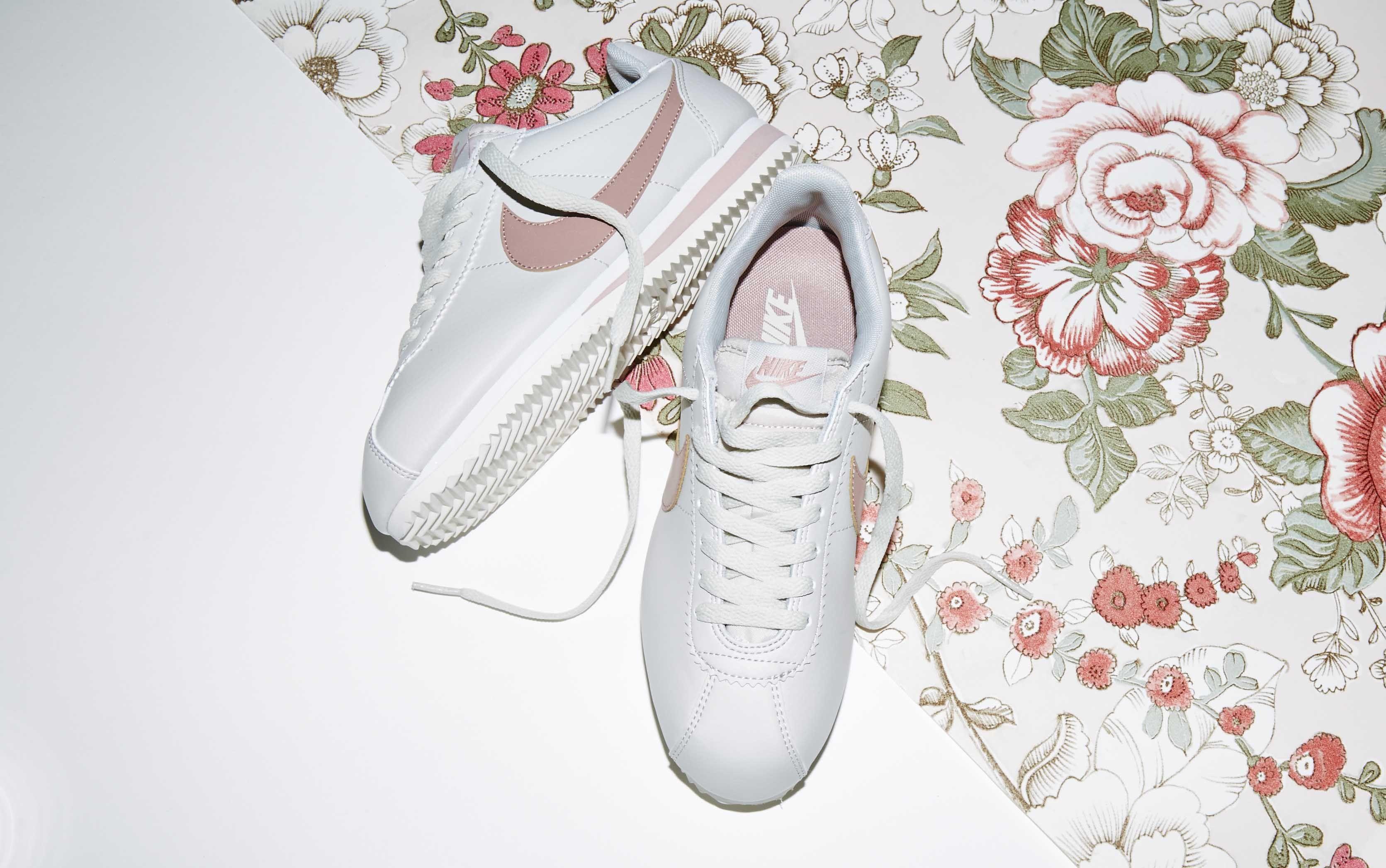 buy popular 3df46 11e3b Nike Classic Cortez Og Light Bone Particle Pink £64.99 ...
