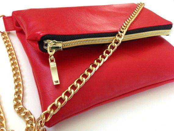 Hoi! Ik heb een geweldige listing gevonden op Etsy https://www.etsy.com/nl/listing/180429391/red-faux-leather-fold-over-purse-with