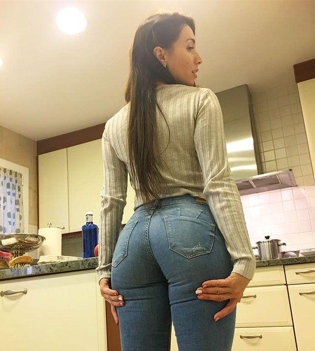 Hot Instagram Babe Of The Day  Neiva Mara - Caveman Circus  42a6605e8c5f