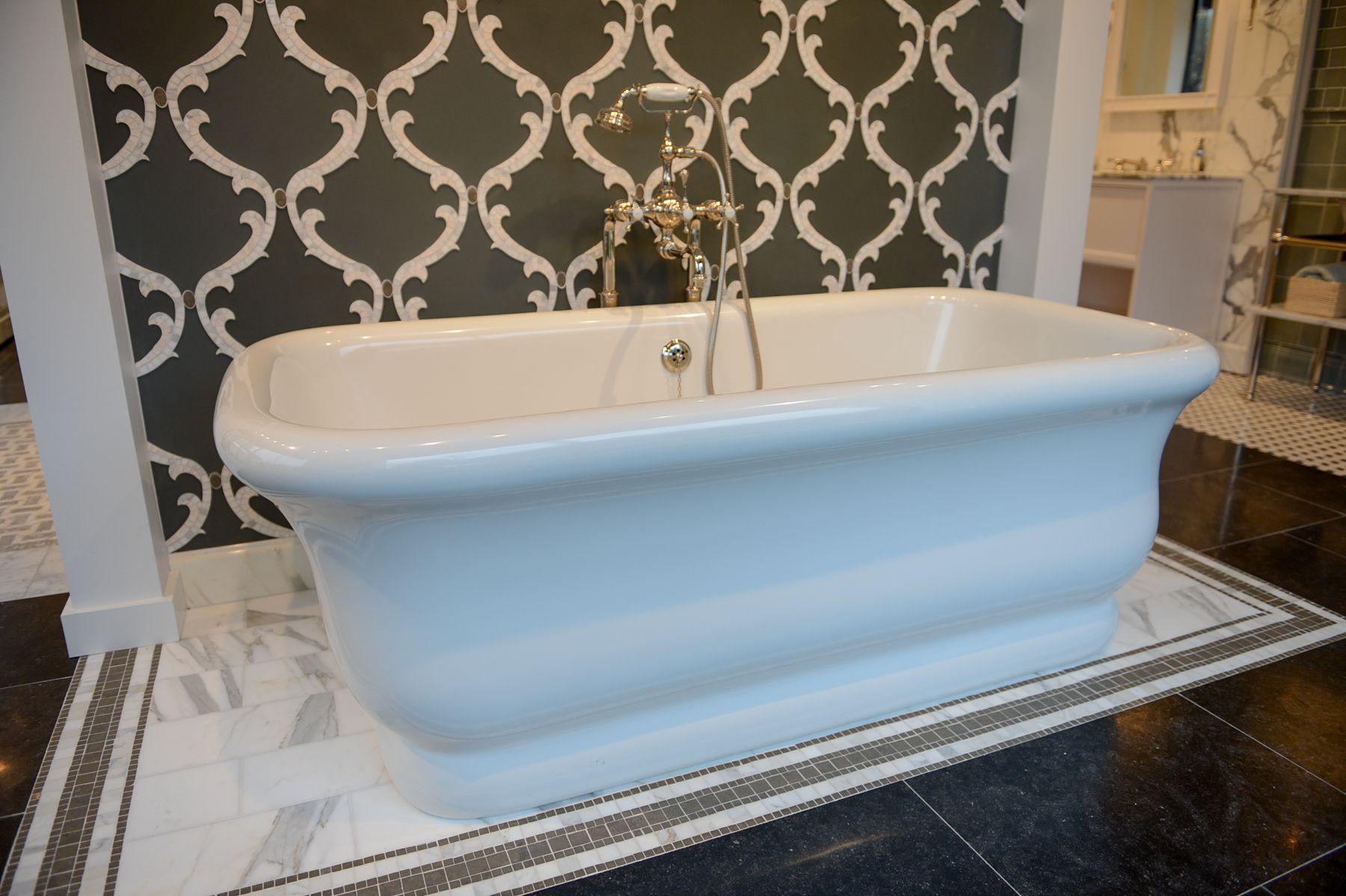 Empire Tub in the Dallas Showroom | Dallas Showroom | Pinterest ...