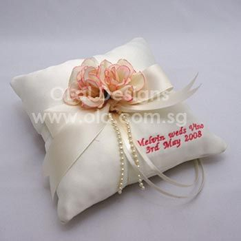 Personalised embroidery on your ring pillows & Personalised embroidery on your ring pillows | Weddings ... pillowsntoast.com