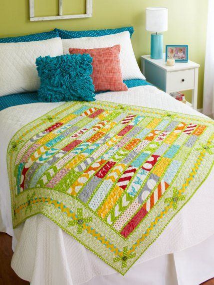 This is a gorgeous small quilt. The colors are perfect to make this stand out as a winning quilt in my home. Raising the Bar by designer @Sheila -- -- -- -- -- Sinclair Snyder.