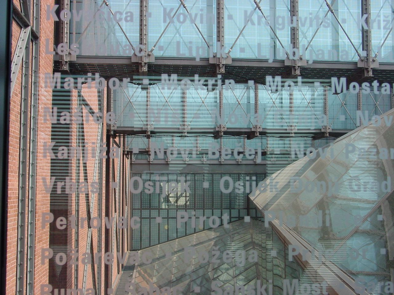 Google Image Result for http://upload.wikimedia.org/wikipedia/commons/2/20/United_States_Holocaust_Memorial_Museum_Bridges.jpg