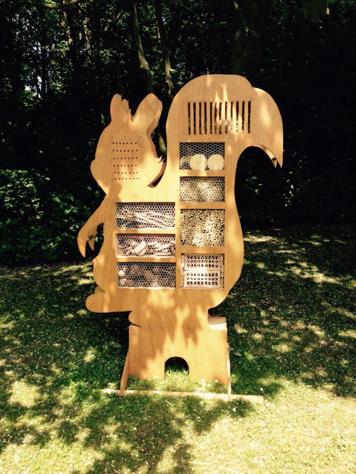 H tel insectes en forme d 39 cureuil abri h risson coccinelle papillon palette - Insecte de bois maison ...