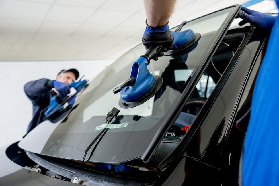 Mobile Auto Glass Repair Is The Best Way To Get Your Windshield Repaired Auto Glass Repair Windshield Repair Auto Glass