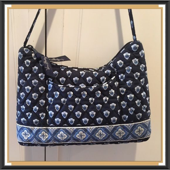 "Vera Bradley Bag EUC, small blue bag, zip closure, pocket on the outside and zip pocket on inside,  in GREAT condition, like new!! Super adorable bag!! Measurements: 10"" x 6.5"" Can take more pic's if you'd like. Vera Bradley Bags"