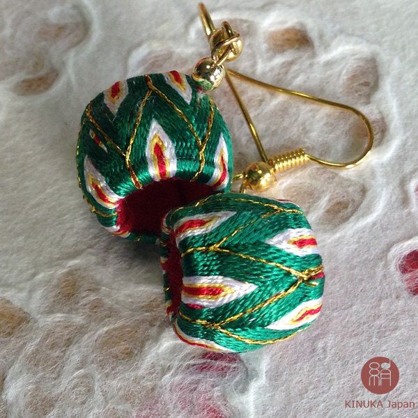 Yubinuki Christmas earrings | unique handmade Christmas earrings made with Japanese silk thread(Etsy のYubinukiKinukaJapanより) https://www.etsy.com/jp/listing/483457582/yubinuki-christmas-earrings-unique