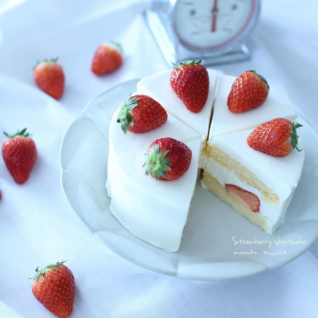 ・ 生クリームが足りず…笑 なんというシンプルすぎる違和感ありまくりなケーキ…。 お皿にのせる前に息子にギャーギャー騒がれ、ワンカット食べられました ・ ・ #strawberryshortcake #delistagrammer #lin_stagrammer #cake #おやつ #いちご #ショートケーキ #生クリーム #手作りお菓子