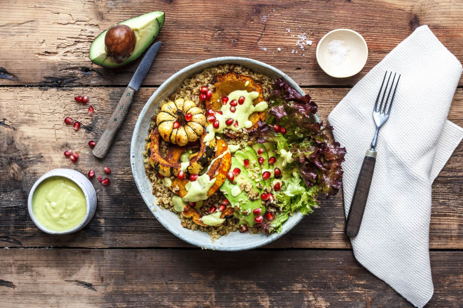 Good Life Kürbisbowl mit Linsenquinoa und Avocadodressing