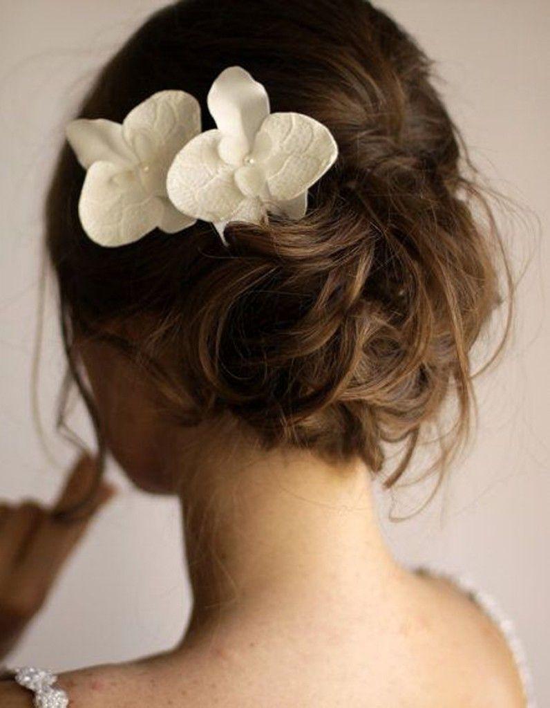 Chignon de mariée avec orchidée Chignon mariée, Chignon