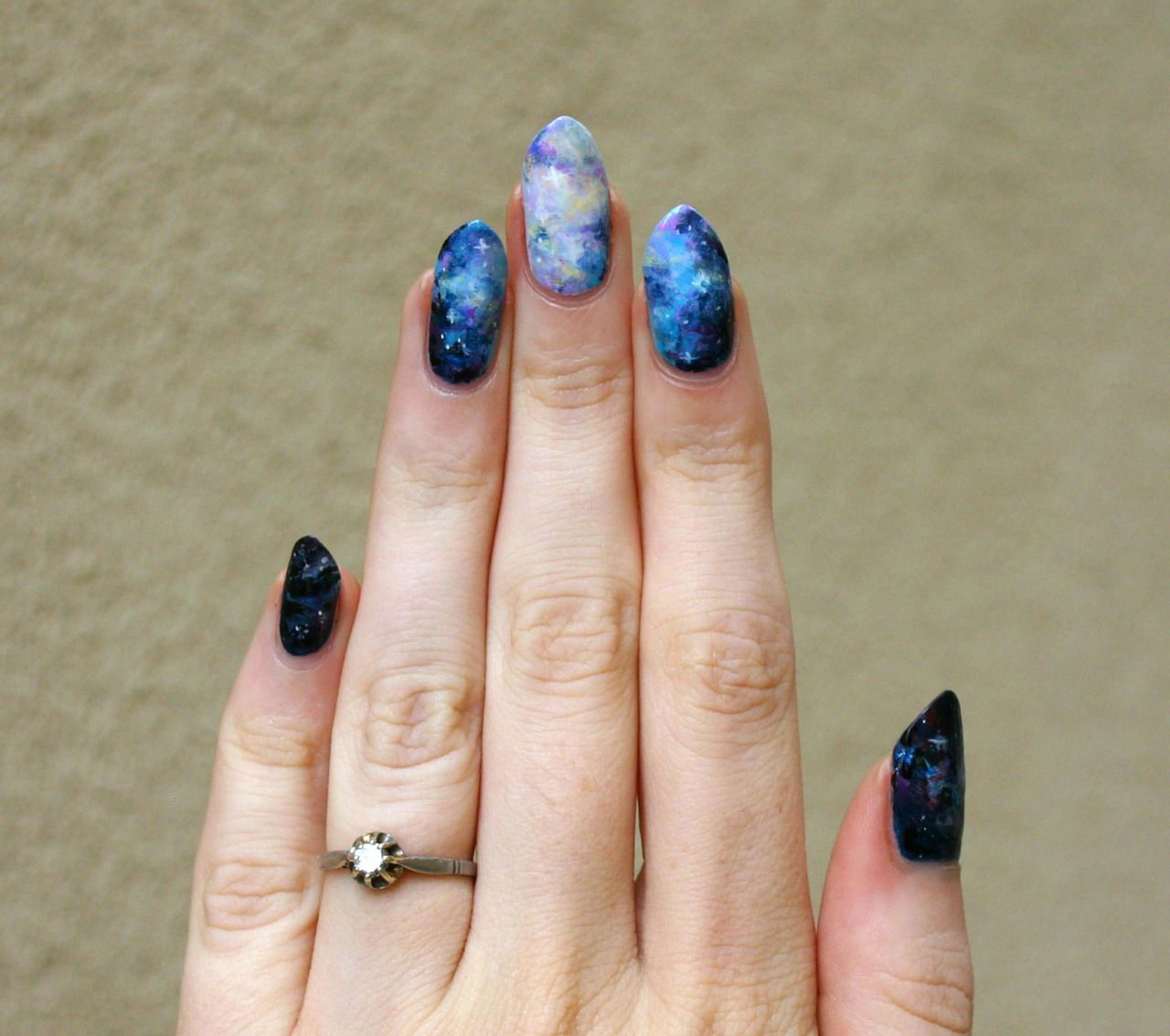 I absolutely love Lady Crappo\'s nail art website! She has nail art ...